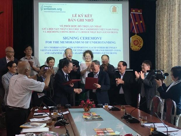 Le Conseil japonais contre les bombes A et H renforce la cooperation avec l'Association vietnamienne des victimes de la dioxine hinh anh 1