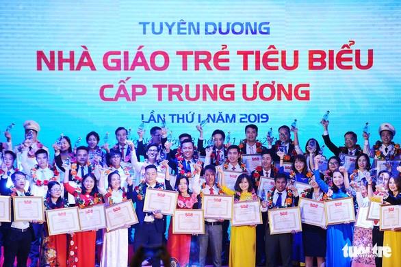 Distinction de 75 jeunes enseignants exemplaires hinh anh 1