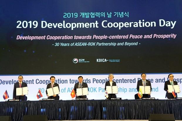La Republique de Coree et l'ASEAN signent un protocole d'accord sur l'aide au developpement hinh anh 1