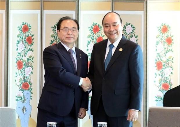 Le Premier ministre Nguyen Xuan Phuc recoit le maire de Busan hinh anh 1