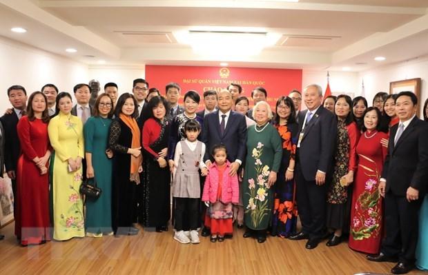 Le PM se rend a l'ambassade du Vietnam en R. de Coree hinh anh 1