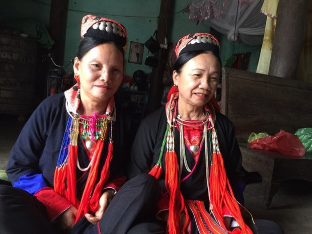 Truong Thi Hoa, l'artisane bienveillante des Dao Thanh Y hinh anh 1