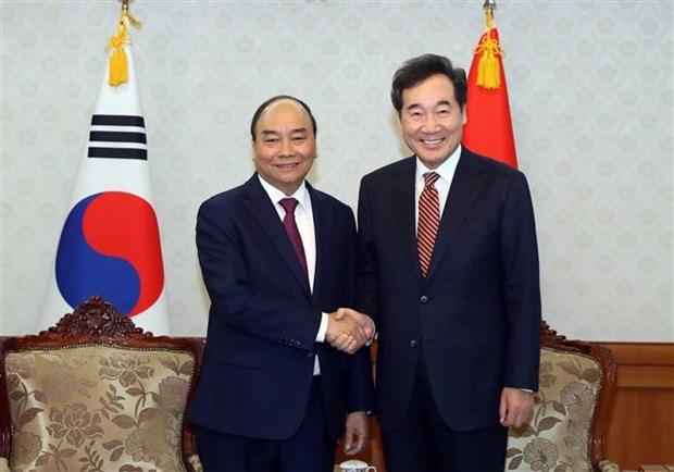 Le PM Nguyen Xuan Phuc rencontre son homologue sud-coreen hinh anh 1