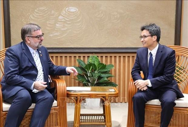 Le vice-PM Vu Duc Dam recoit un responsable de l'ONUSIDA hinh anh 1
