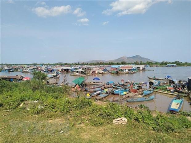 Le Vietnam aide a temps les Vietnamiens du Cambodge au Tonle Sap hinh anh 1