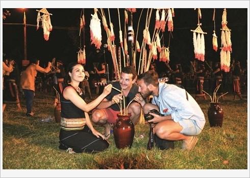 Immersion dans la culture Bahnar au village de Kon Klor hinh anh 3
