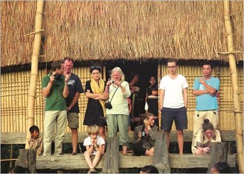 Immersion dans la culture Bahnar au village de Kon Klor hinh anh 2