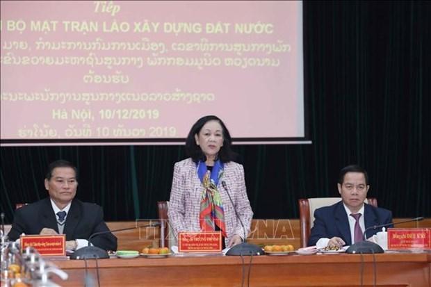 Une responsable de la mobilisation de masse accueille un invite laotien hinh anh 1