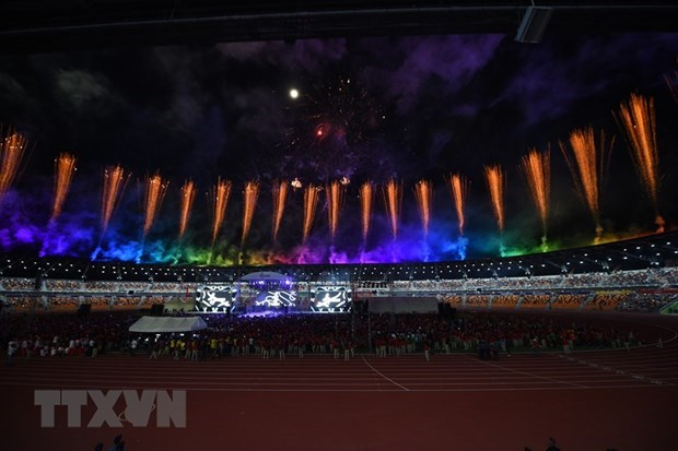 SEA Games 30: Le rideau tombe, le drapeau des SEA Games remis au Vietnam hinh anh 1