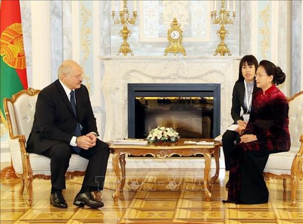 La presidente de l'AN Nguyen Thi Kim Ngan rencontre le president bielorusse hinh anh 1