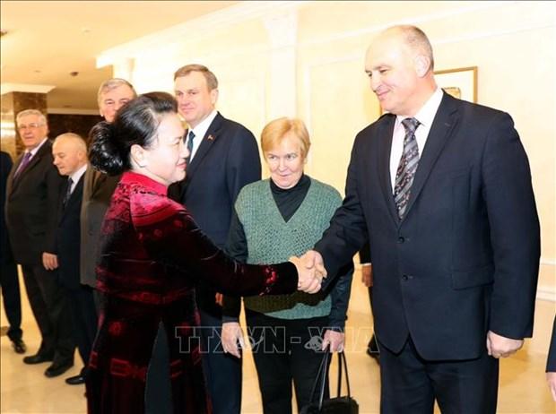 La presidente de l'AN Nguyen Thi Kim Ngan rencontre des dirigeants du Parti communiste de Bielorussie hinh anh 1