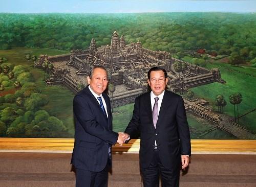 Le vice-PM Truong Hoa Binh rencontre des dirigeants cambodgiens hinh anh 1