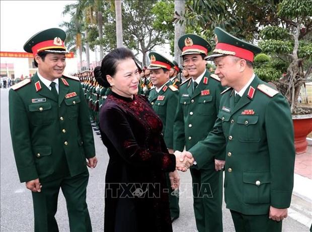 La presidente de l'AN se rend au commandement de la zone militaire No3 hinh anh 1