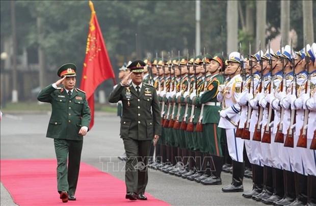 Le commandant en chef des forces armees royales thailandaises en visite au Vietnam hinh anh 1
