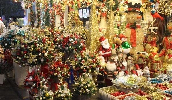 Le sapin dans tous ses etats sur le marche de Noel hinh anh 2