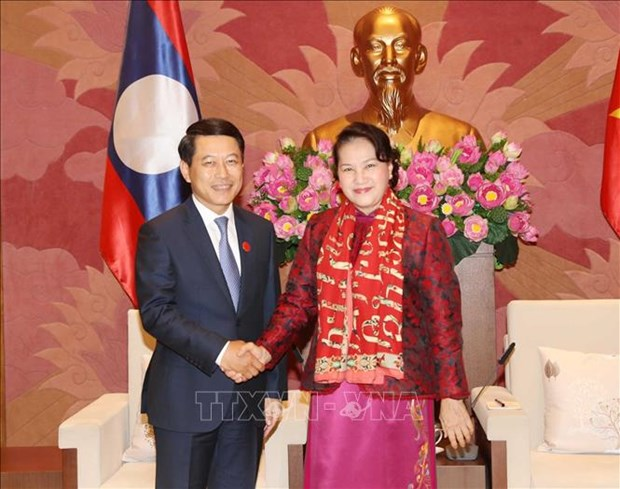 La presidente de l'AN recoit le ministre laotien des AE hinh anh 1