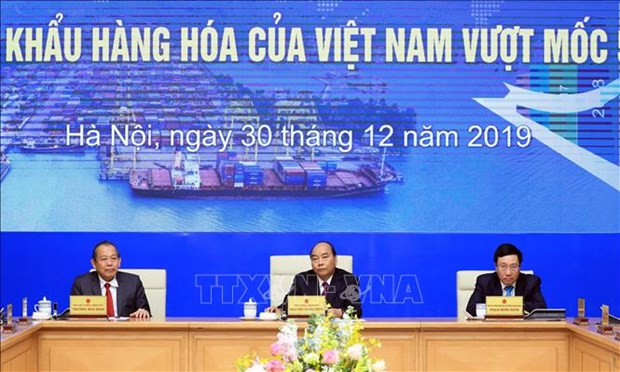 Le PM a la ceremonie pour marquer le chiffre d'affaires d'import-export de 500 milliards de dollars hinh anh 1
