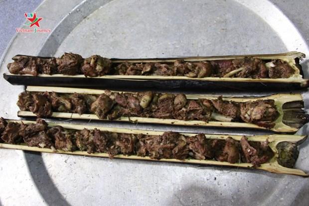 Du canard grille dans un tube de bambou, une specialite thai hinh anh 1