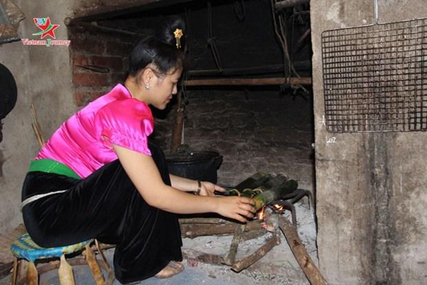 Du canard grille dans un tube de bambou, une specialite thai hinh anh 2
