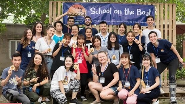 School on the Boat vient en aide aux eleves defavorises de Hanoi hinh anh 1