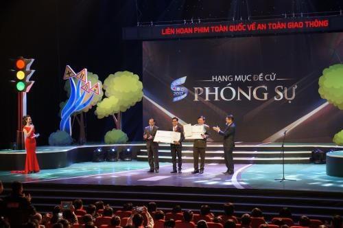 Remise des prix du Festival national de films sur la securite routiere hinh anh 1