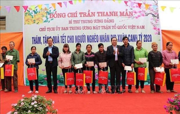 Cadeaux de Tet aux personnes defavorisees dans l'ensemble du pays hinh anh 1