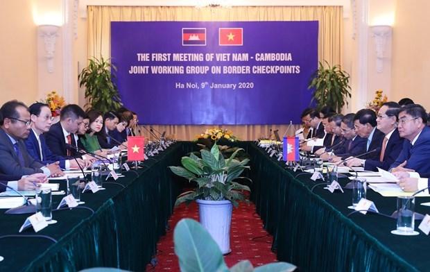 Le Vietnam et le Cambodge se reunissent sur les portes frontalieres hinh anh 1