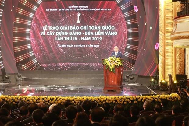 Le PM felicite les laureats, souligne le role de la presse revolutionnaire hinh anh 1