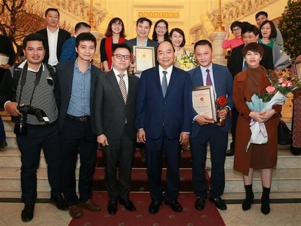 Le PM felicite les laureats, souligne le role de la presse revolutionnaire hinh anh 2
