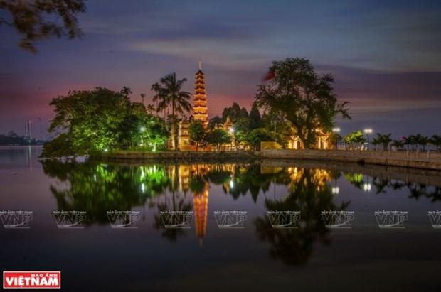 La pagode Tran Quoc, une fleur de lotus sur le lac de l'Ouest hinh anh 1