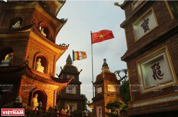 La pagode Tran Quoc, une fleur de lotus sur le lac de l'Ouest hinh anh 3