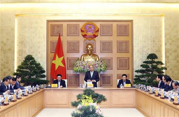 Le PM Nguyen Xuan Phuc travaille avec son groupe de conseillers economiques hinh anh 1