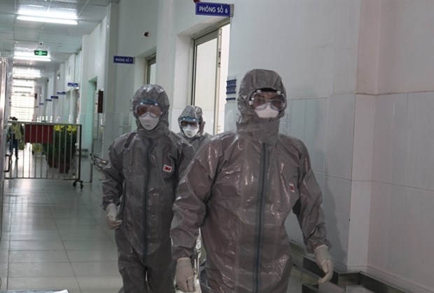 Les trois premiers Vietnamiens testes positifs pour le coronavirus hinh anh 1