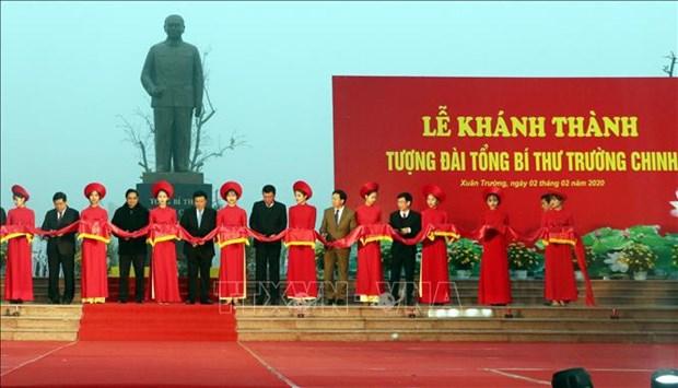 Inauguration d'un monument en l'honneur de Truong Chinh hinh anh 1