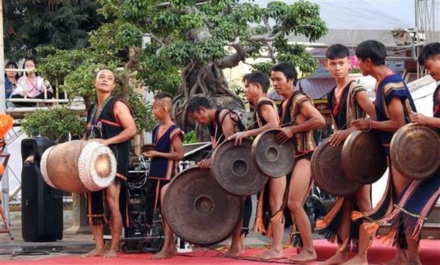 Un programme presente la culture et les coutumes traditionnelles des groupes ethniques hinh anh 1