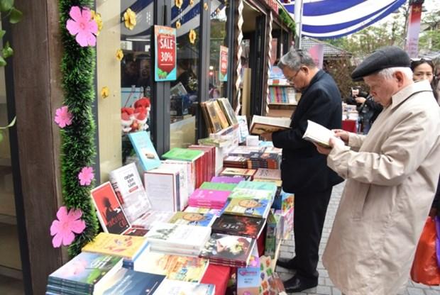 Les Vietnamiens, entre jouissance du reel et plaisir du livre hinh anh 2