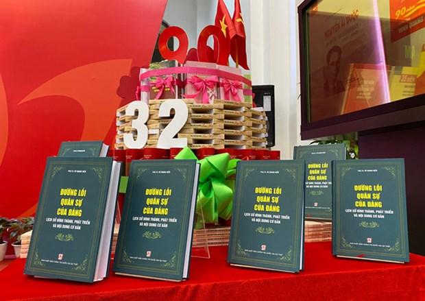 Un livre sur la ligne militaire du Parti en librairie hinh anh 1