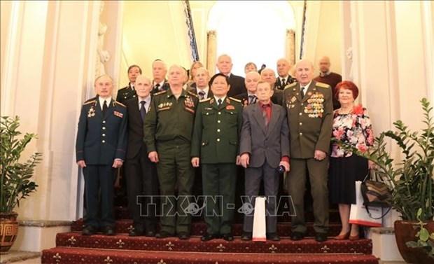 Le Vietnam garde toujours a l'esprit l'aide des anciens combattants russes hinh anh 1