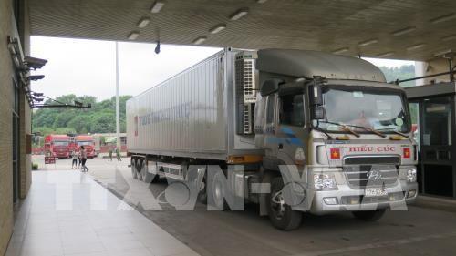 COVID-19 : proposition de transporter des marchandises via des portes frontalieres hinh anh 1