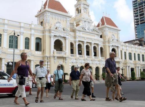 Le tourisme marque le pas mais espere rebondir au Vietnam hinh anh 1