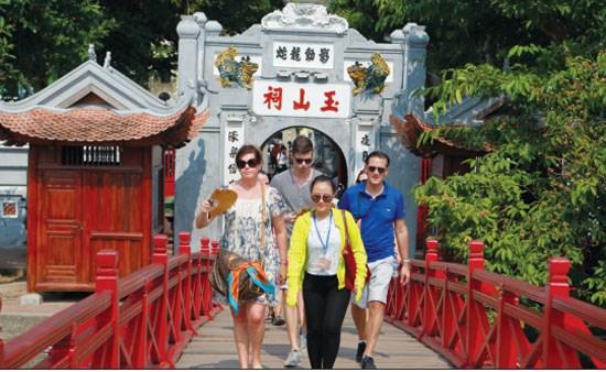 Hanoi recoit plus de 1,3 million de touristes en fevrier hinh anh 1
