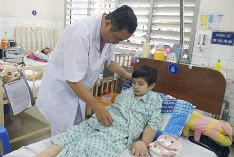 Celebration de la Journee des medecins vietnamiens, l'homme qui defiait les cancers hinh anh 1