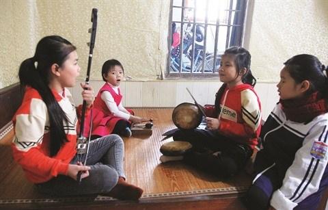 A Hanoi, les artistes entretiennent la flamme du chant xam hinh anh 2