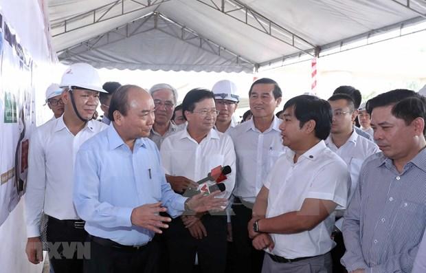 Le PM se rend sur le chantier de l'autoroute Trung Luong-My Thuan hinh anh 1