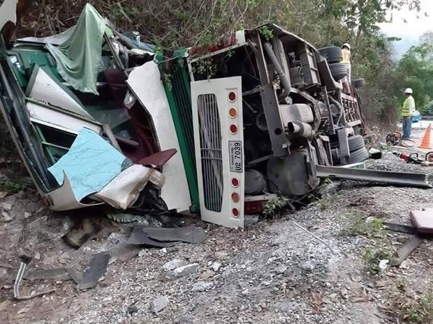 Deux Vietnamiens decedes dans un accident de bus au Laos hinh anh 1