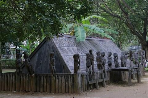 Les statues folkloriques, l'ame des ethnies Bahnar et Jrai hinh anh 2