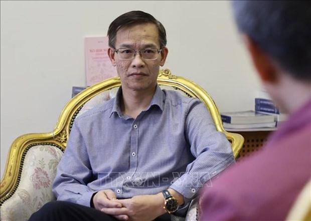 COVID-19: L'ambassade du Vietnam en Russie suit de pres la situation des etudiants vietnamiens hinh anh 1