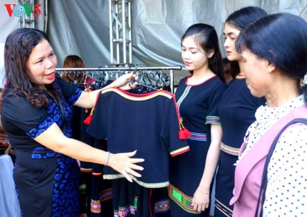 Quand les motifs traditionnels deviennent la mode hinh anh 1