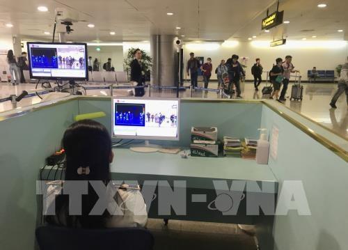 Suspension des vols transportant des Vietnamiens de pays etrangers a l'aeroport de Tan Son Nhat hinh anh 1