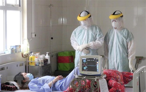 Le PM loue le personnel medical dans la lutte contre le coronavirus hinh anh 1